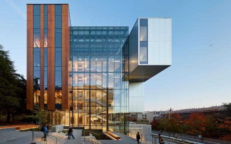 Fatada HPL cu finisaj furnir PARKLEX Facade Copper - Life Sciences Building