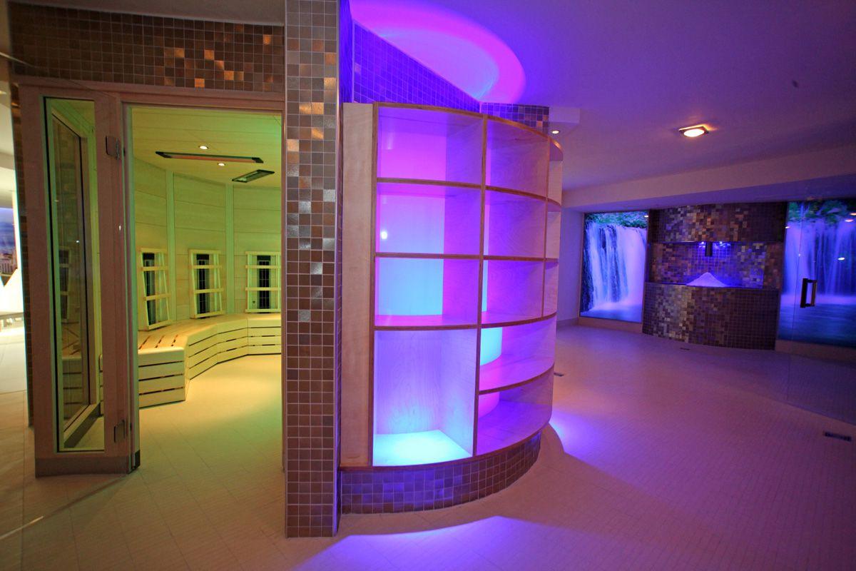 Pavimente si pereti interiori realizati cu placi ceramice fotocatalitice Active 2.0 - Centrul de fitness Manhattan, Austria
