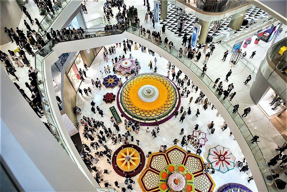 Pavimente si pereti interiori realizati cu placi ceramice fotocatalitice Active 2.0 - Complex comercial Iconsiam, Thailanda